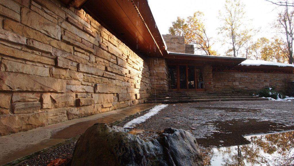 Maison sur la cascade - Data, Photos & Plans - WikiArquitectura